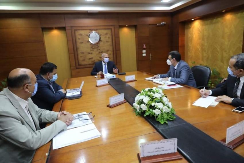 كامل الوزير يعقد إجتماعا موسعا مع قيادات السكك الحديدية و الشركات العالمية المنفذة لمشروعات تحديث وتطوير نظم الاشارات