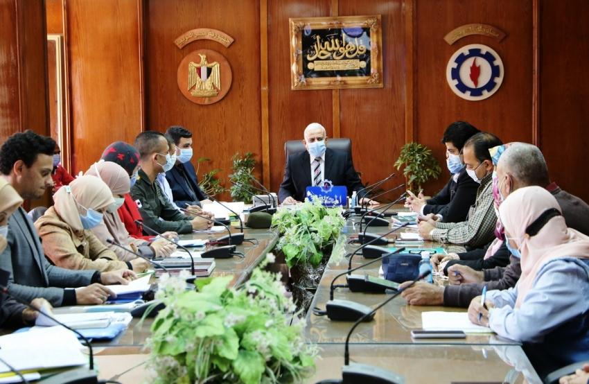 لجنة البت توافق علي تقنين عدد من الملفات للأراضي الزراعية والاميرية بمحافظة السويس