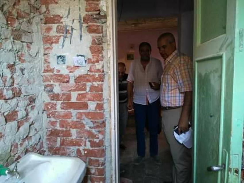 رئيس حى فيصل يتابع اعمال ترميم واصلاح ورفع كفاءة مساكن الإيواء بالمستقبل والحرفيين