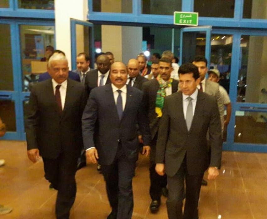 صور.. محافظ السويس ووزير الرياضة يستقبلا الرئيس الموريتاني باستاد السويس