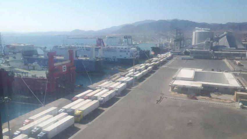 تداول 414 شاحنة و41 سيارة بموانئ البحر الاحمر