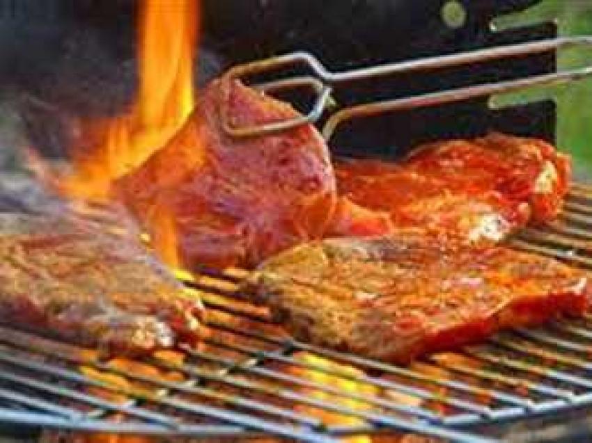 الأطعمة المطهوه على الفحم تضعف الرئة