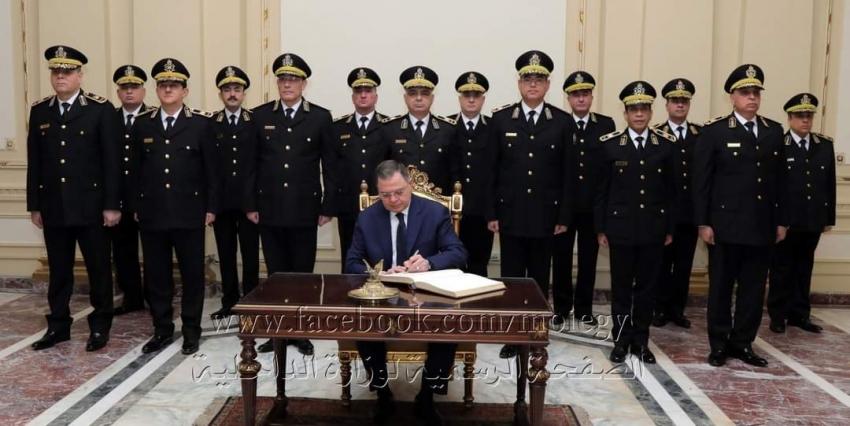 توفيق و يرافقه أعضاء المجلس الأعلى للشرطة اليوم  إلى القصر الجمهورى بعابدين، لتسجيل كلمة شكر وتقدير للسيسى