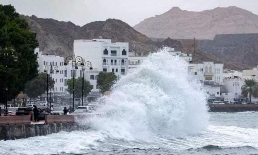 """الاعصار المداري """"شاهين"""" يضرب سلطنة عمان"""