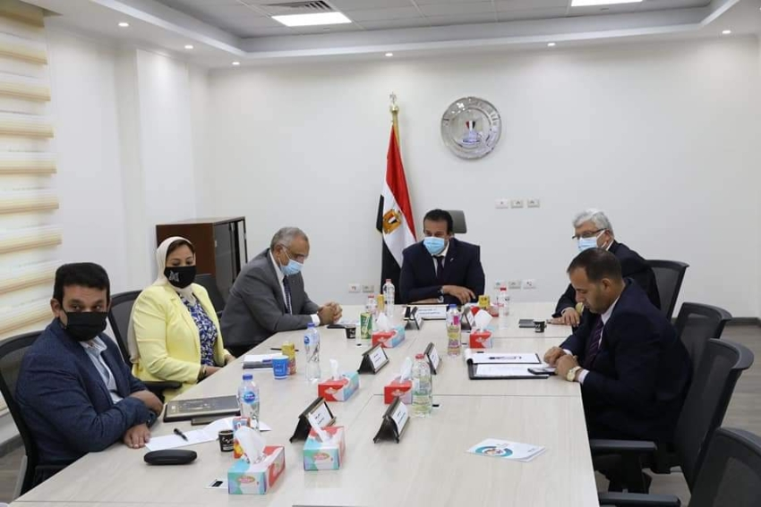 وزير التعليم العالي يعقد اجتماعًا مع رئيس هيئة التنسيق الحضاري لمناقشة دور الجامعات المصرية في وضع الهوية البصرية للمحافظات