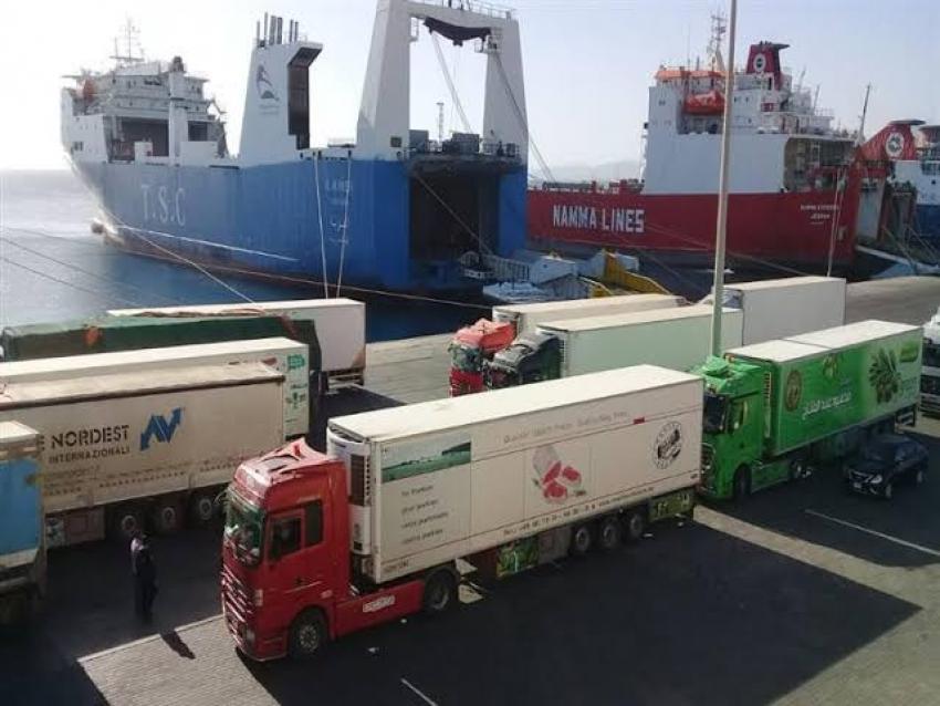 تداول 528 شاحنة و36 سيارة بموانئ البحر الاحمر