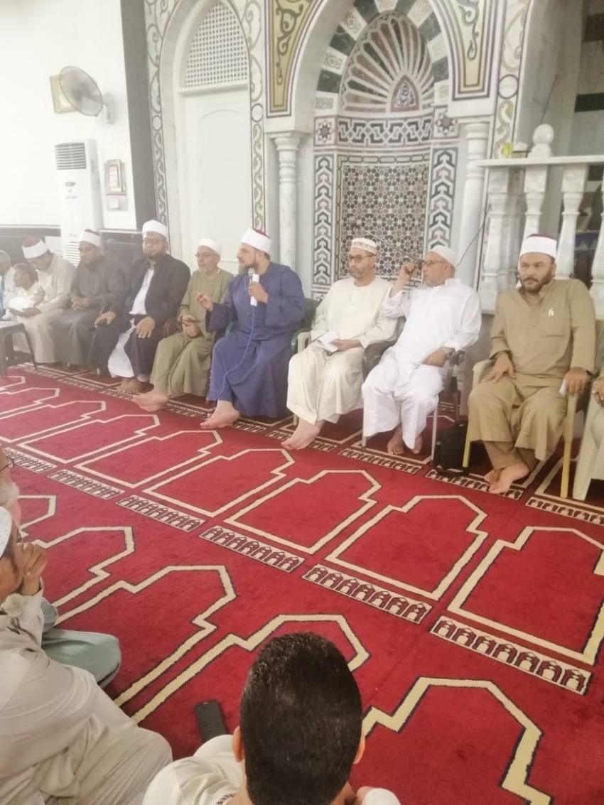 صور.. وكيل أوقاف السويس يجتمع بمقيمي الشعائر وعمال المساجد لمناقشة خطة العمل