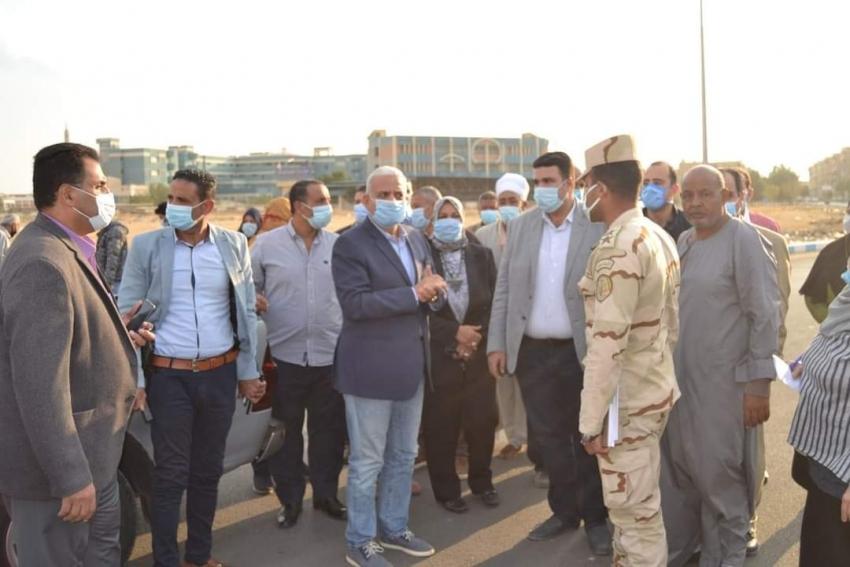 محافظ السويس يتفقد انشاء حديقة عامة لأهالي مدينة تعاونيات القاهرة وشبكة صرف مياه امطارلشوارع حي فيصل